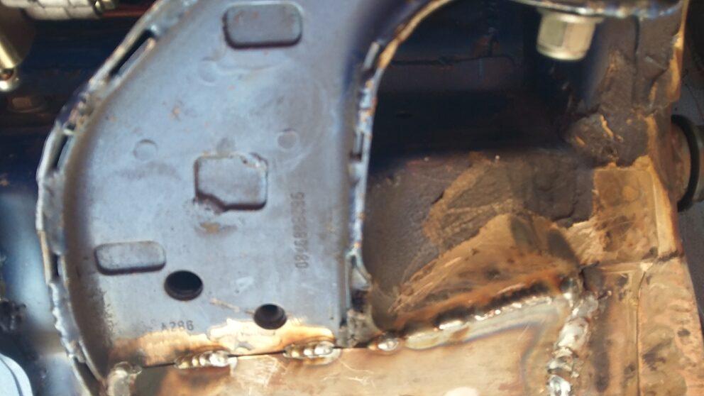 Posizionamento kit rinforzo sotto scocca triangolo anteriore Saxo 106 1