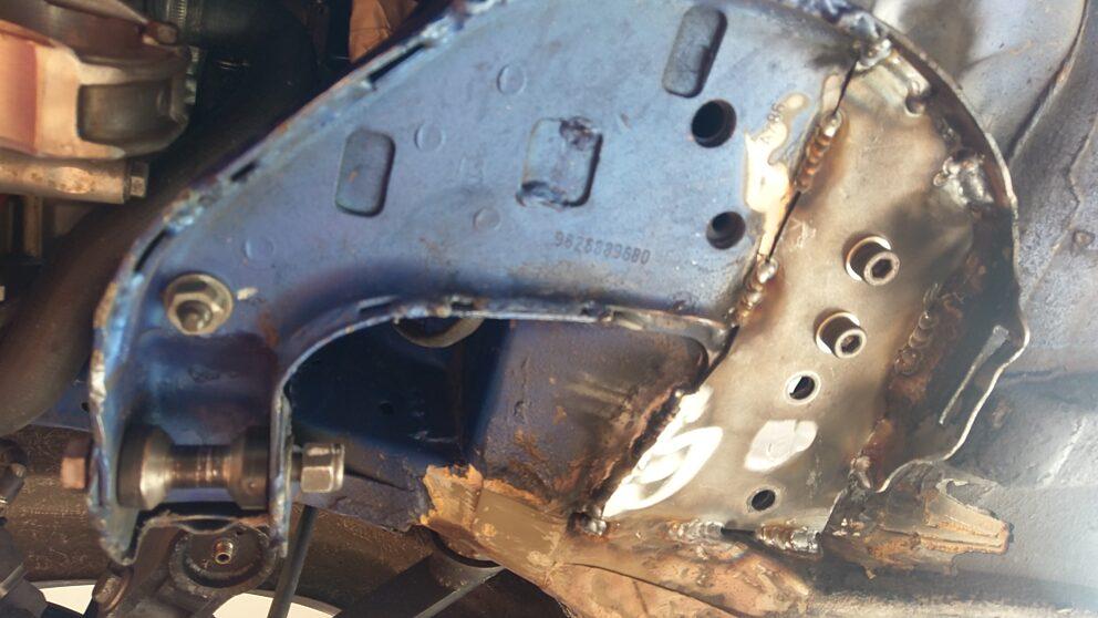 Posizionamento kit rinforzo sotto scocca triangolo anteriore Saxo 106 2