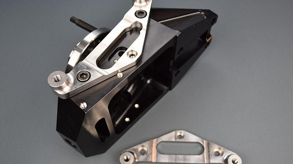 Dettaglio staffa acciaio per pivot 106 Maxi 1