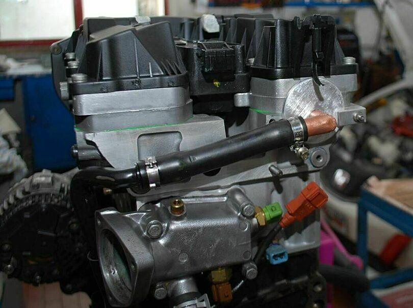 Tecnica motore giro sfiato olio testa